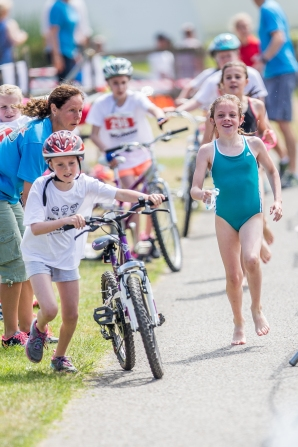 kids_triathlon_110616_0875_pool